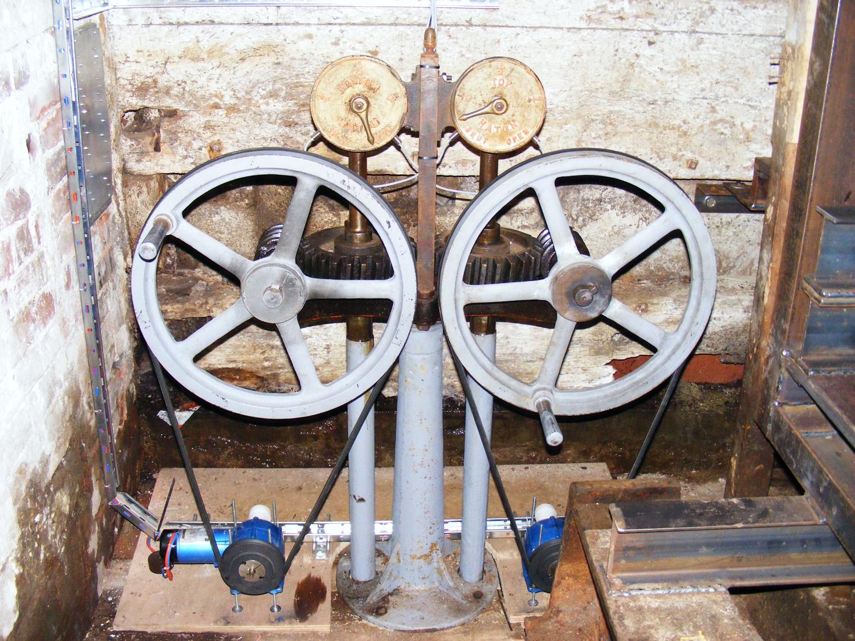 The original handwheels automated via V-belt drive